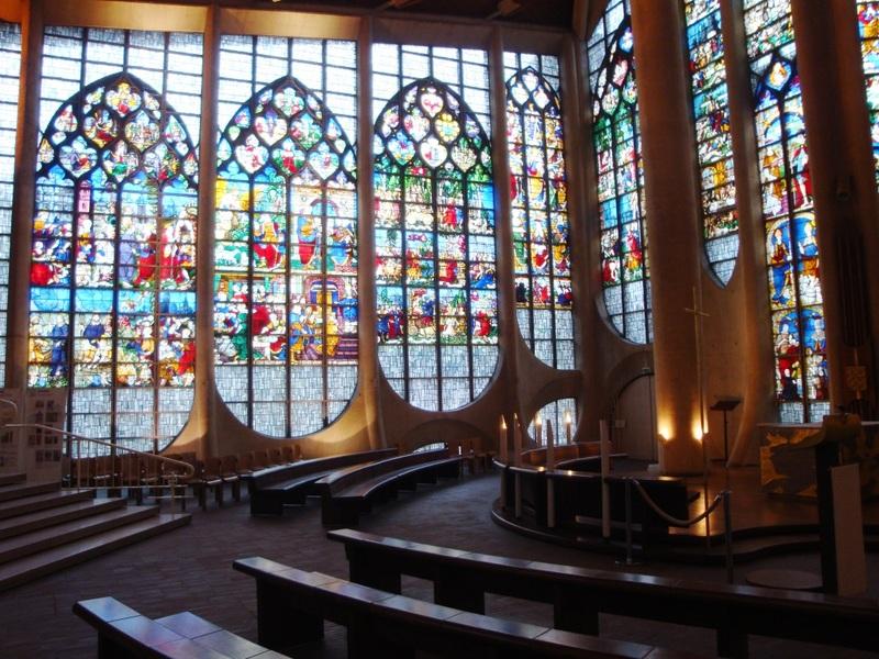 Louis Arretche et l'église Jeanne d'Arc à Rouen.