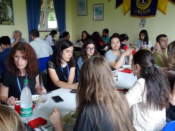 32 jeunes gens de 22 nationalités, participant au Centre International Francophone-Patrimoine des Lions, ont passé une belle journée à Châtillon sur Seine