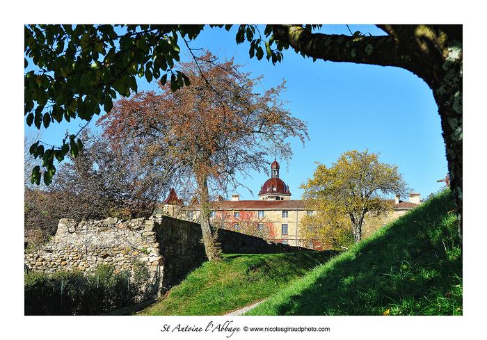 St Antoine l'Abbaye entre patrimoine culturel et naturel