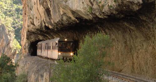 Des trains pas comme les autres : la Grèce