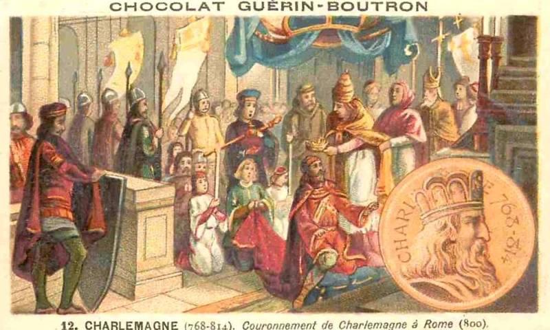 Couronnement de Charlemagne, à Rome, en l'an 800 (Chromo Chocolat Guérin-Boutron. L'enfant de cœur agenouillé à droite de Charlemagne tient le sceptre royal et celui à gauche la Main de Justice).