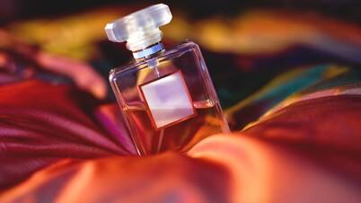 Se parfumer, faire usage du siwâk, s'enduire de henné pendant le jeûne