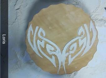 experimentation avec du papier, du café et de la farine en cours d'arts appliqués.