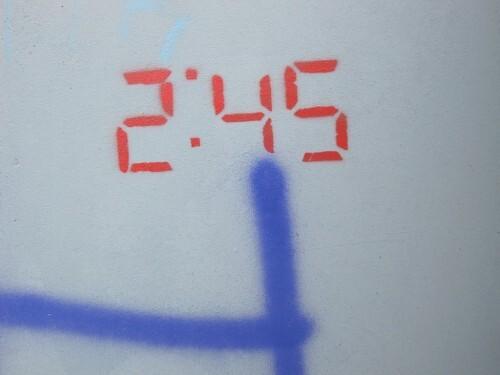heure arrêtée street-art 9