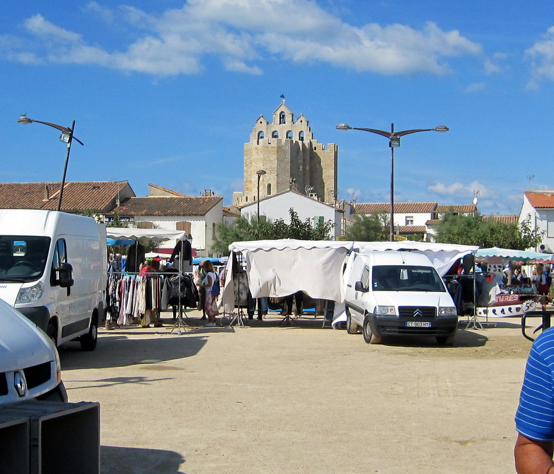 Le marché des Saintes Maries