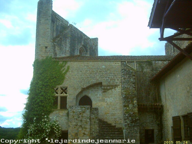 Château de Roquetaillade( Mazères en Gironde (33). ) Copyright ©lejardindejeanmarie ) ancienne dépendance du château.Chapelle,photo prise autour du château