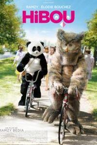 """HIBOU : Rocky est un homme discret. Il est heureux mais n'existe dans le regard de personne. Un soir en rentrant chez lui, il découvre un hibou """"Grand Duc"""" sur son canapé qui le fixe intensément. Il comprend qu'il doit agir. Le lendemain, arrivé à son bureau, il revêt un déguisement de hibou sans que personne n'y prête la moindre attention. Jusqu'au jour où il rencontre une panda..'...-----...Origine : France  Réalisation : Ramzy Bedia  Durée : 1h 23min Genre : Comédie  Acteur(s) : Ramzy Bedia, Élodie Bouchez, Etienne Chicot, Lucie Laurier  Date de sortie :6 juillet 2016   Titre original :Hibou"""