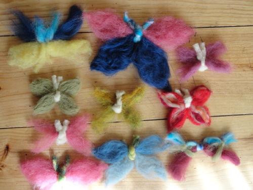 Petits papillons en laine