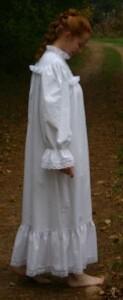 Chemise de nuit blanche victorienne en flanelle 1
