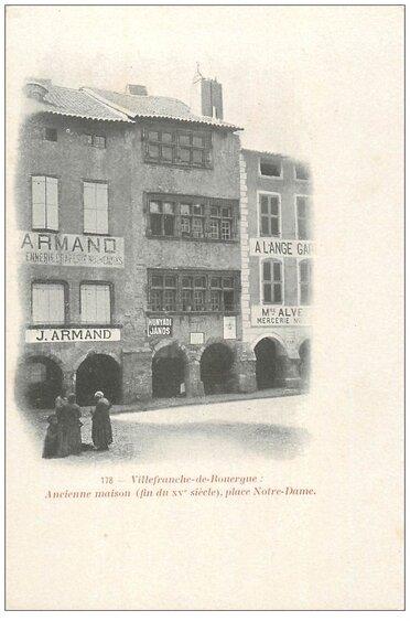 06 - Le marché de Villefranche, les arcades et la place Notre Dame