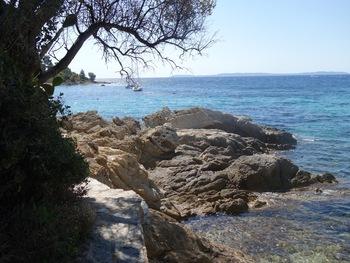 En face, l'Ile du Levant