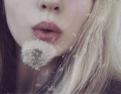 dandelion-flower-girl-mouth-favim-com-848755