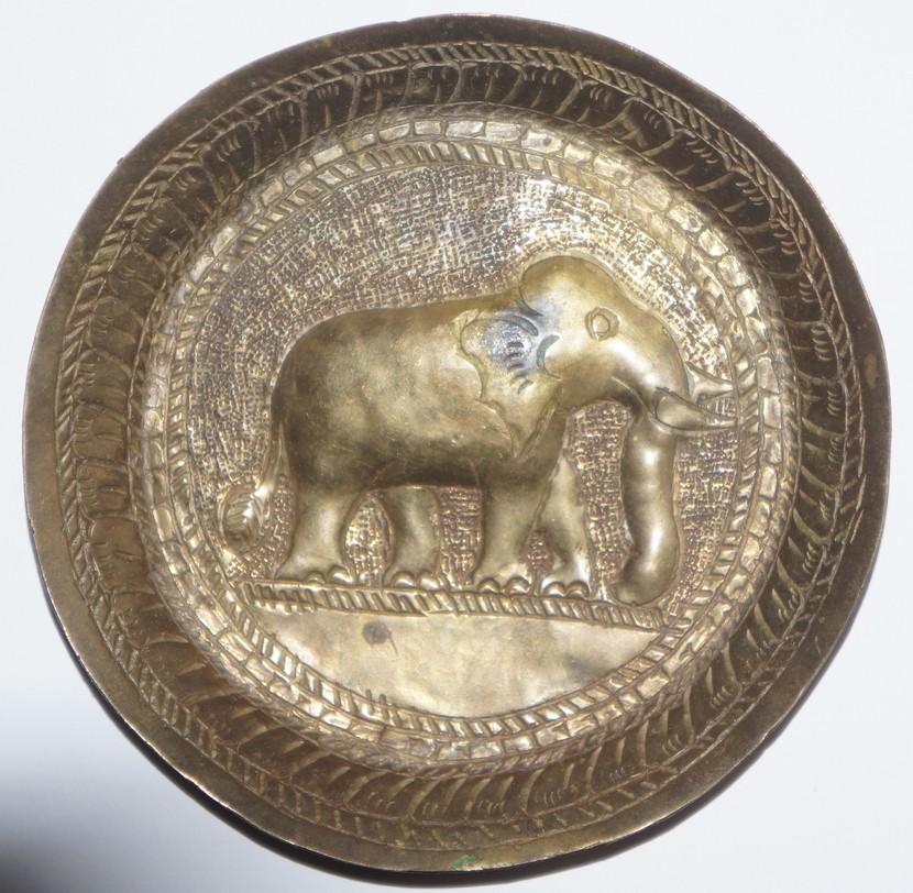 Petite coupelle en cuivre à effigie d'éléphant