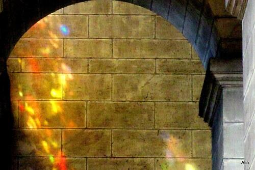 Jeu de lumière sur un mur