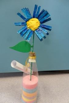 bricolage: vase avec jolie fleur en rouleau wc (que de la recup!!)