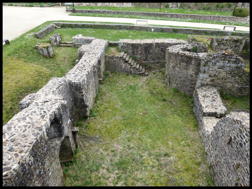 Fougères : Le château serie 1