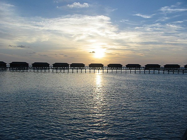 800px-Sunset_Maldives_2003.jpg