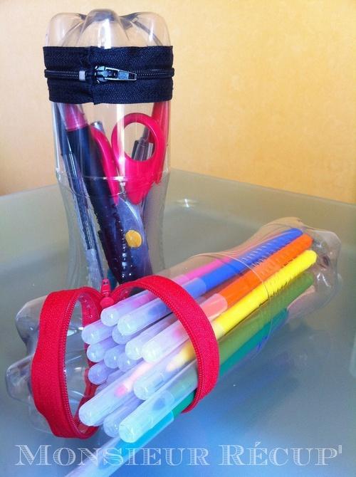 Des trousses avec des bouteilles en plastique