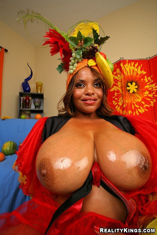 Duo Boobs 2 - La belle Catina et ses beaux fruits !
