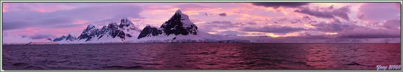 23 février 2013, 5 h 25 du matin: Panorama 3D interactif et musical sur notre entrée dans Lemaire Channel vu côté Terre de Graham - Péninsule Antarctique