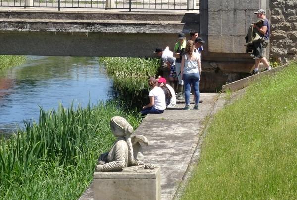 Des lycéens de la Barotte ont nettoyé la Seine au centre ville de Châtillon, avec François-Xavier Louchet du  SICEC !