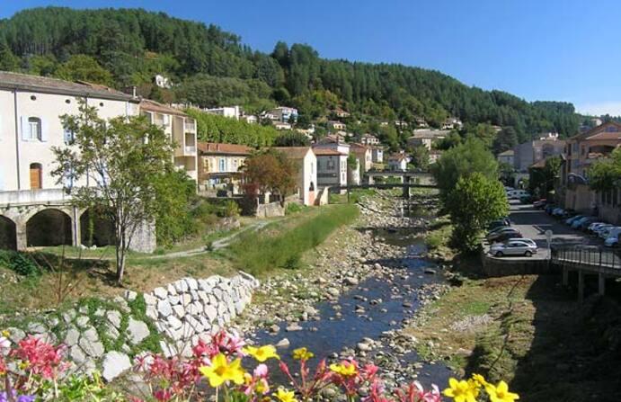 Balade en moto en Ardèche du Sud