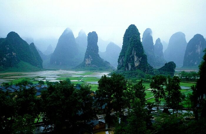 Visite De La Grotte karstique De Guilin En Chine -