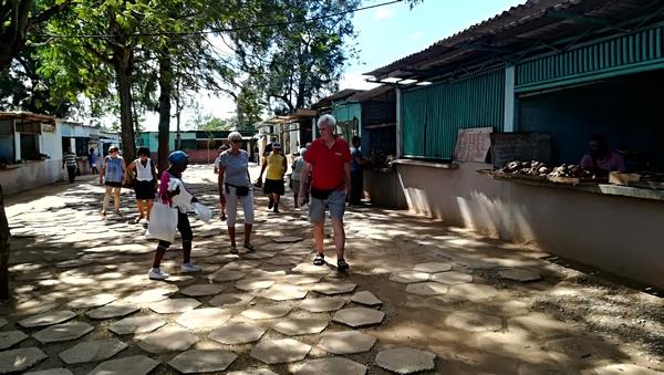 Arrêt au marché agricole de Camaguey