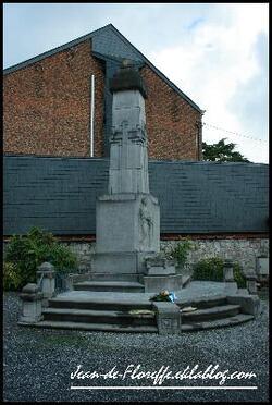 18. Le monument aux morts