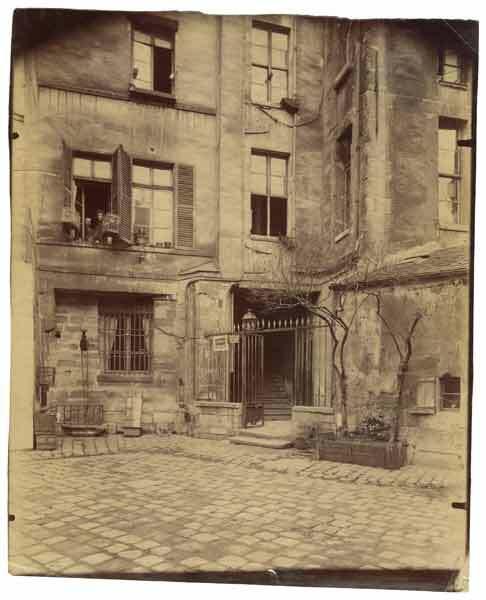 Eugène Atget : Cour de Rohan