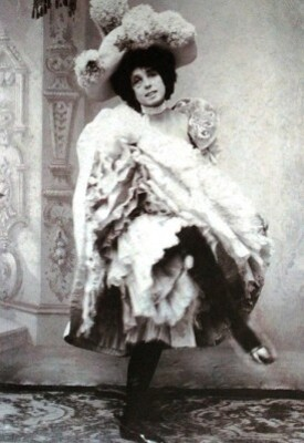 Mistinguett-La-legende-du-music-hall-3.JPG