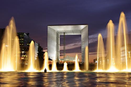 Arche de la Défense, fraternité ou la mort