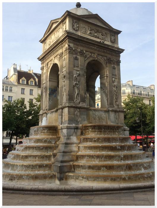 Paris. Fontaine des Innocents.
