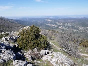 Vue sur la vallée du Délubre et Vauvenargues