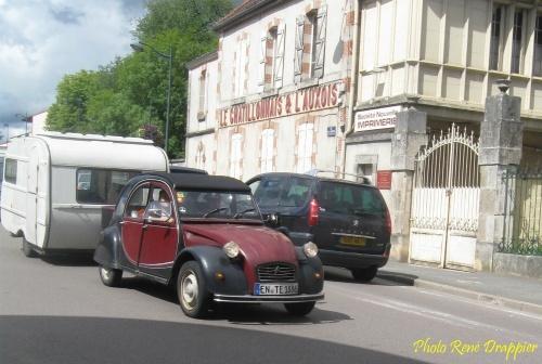 Un défilé de deux CV à Châtillon sur Seine !