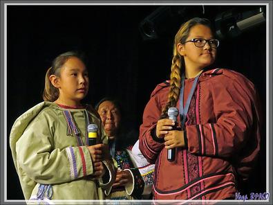 Spectacle de chants Inuits au théâtre de l'Austral par des habitants de Grise Fiord - Ellesmere Island - Nunavut - Canada
