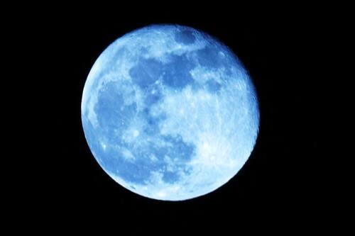 Lune Bleue !