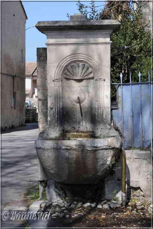 Fontaine du Cours Frizet Pernes-les-Fontaines Vaucluse