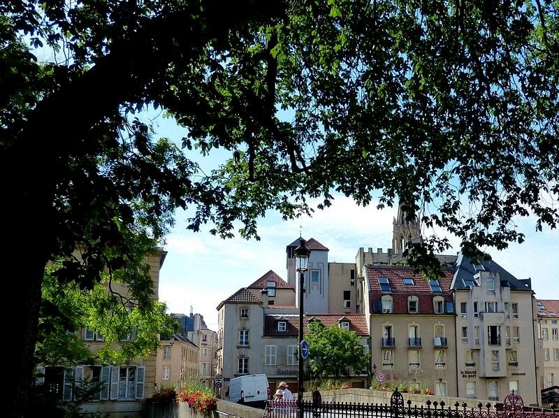 Metz / Suite d'une promenade d'été sous les arbres...