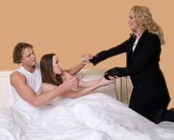 9 façons horribles de découvrir que leur partenaire les trompes