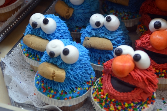 030 - NYC - Chelsea Market - sesame street cupcakes