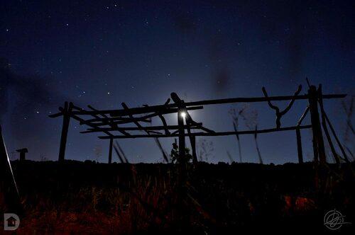 Lune derrière la pergola - Ciel étoilé