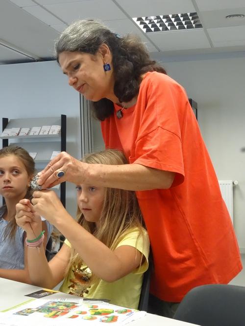 """Marige Ott, plasticienne, a animé des ateliers """"Créer ou recréer"""" au Musée du Pays Châtillonnais-Trésor de Vix"""