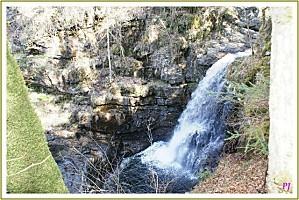 Auvergne-touristique-Randonnee-a-la-cascade-de-Cornillou-Ca