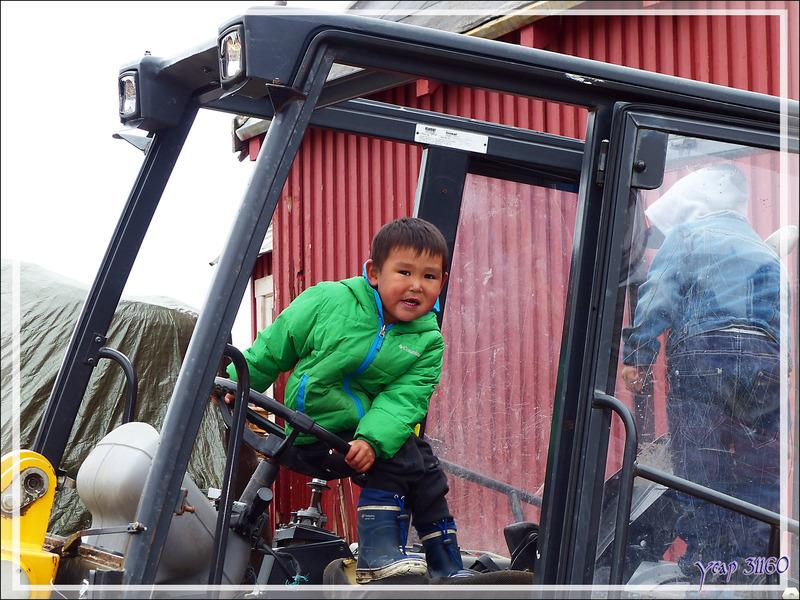 Terrain de jeu pour deux petits inuits - Kullorsuaq - Qaasuitsup - Groenland