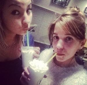 《友達と私》でバニラミルクセーキを飲ん。