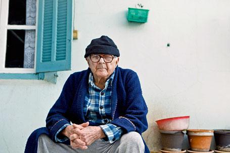 """Maurice Baglietto, dit """"Momo"""", dans le quartier populaire du Ruisseau."""