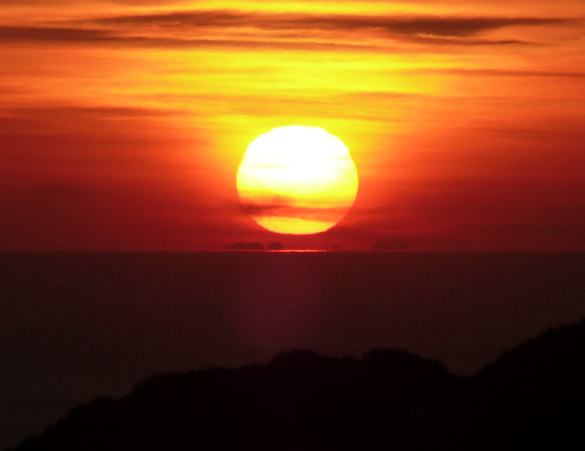 Soleil derrière le Canigou