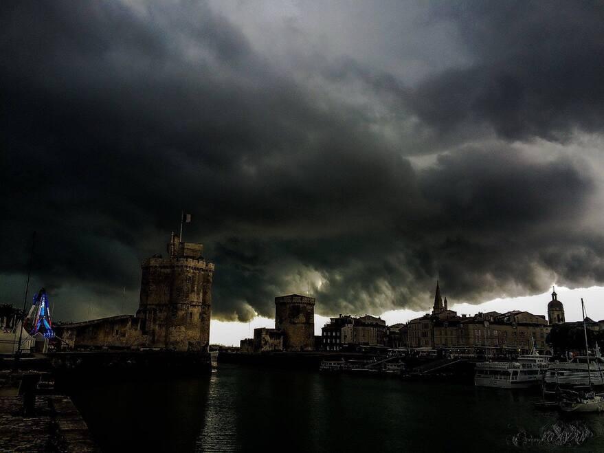 La colère du ciel sur le port