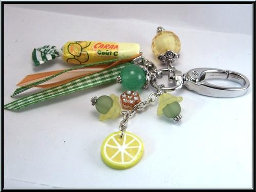 Bijoux de sac/porte clés bonbon citron en fimo et perle acrylique.